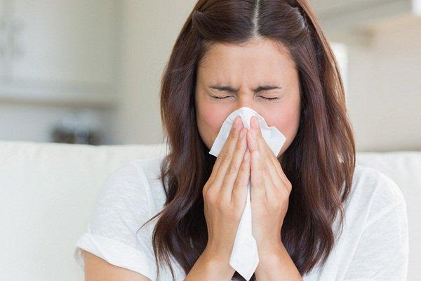 Dị ứng có gây ra đau họng vào buổi sáng không