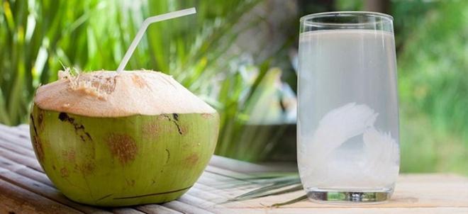 Ho có đờm nên kiêng nước dừa