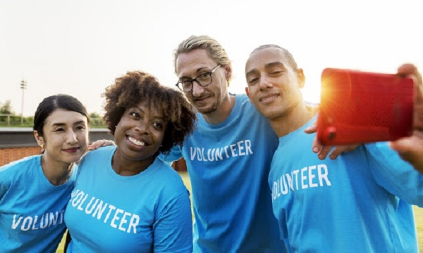 Làm tình nguyện viên sẽ giúp bạn tiếp xúc với nhiều con người, môi trường khác nhau và học hỏi thêm nhiều kỹ năng khác nhau.