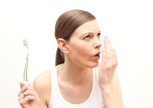 Do răng miệng vệ sinh kém