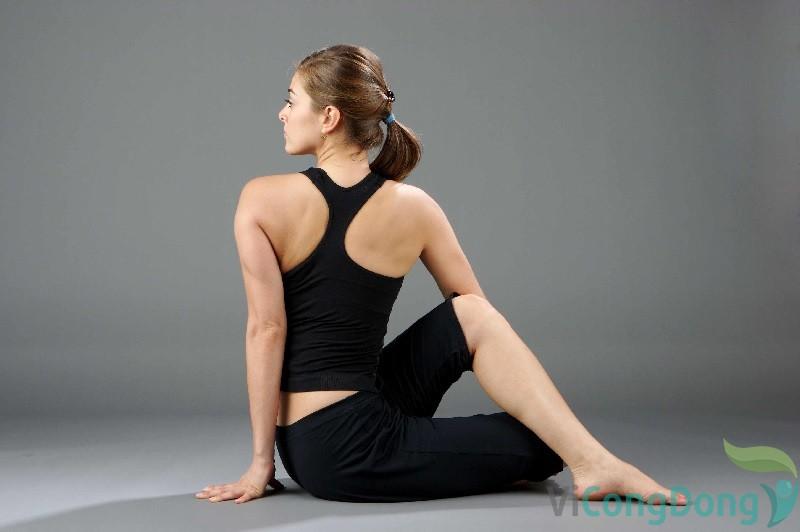 tư thế yoga chữa thoái hóa cột sống