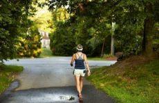bị gai cột sống có nên đi bộ không