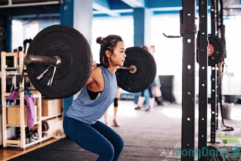 bị thoái hóa cột sống có nên tập gym không