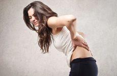 Đau lưng không đứng thẳng được biểu hiện bệnh gì