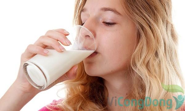Uống sữa bột dành cho người đau dạ dày