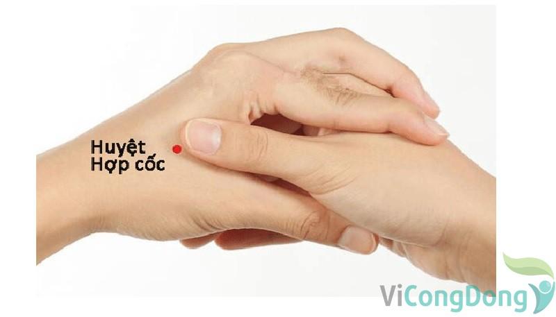 Bấm huyệt trị tê tay