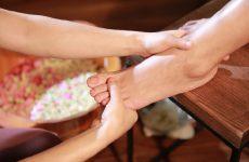 Cách xoa bóp chữa đau cổ chân
