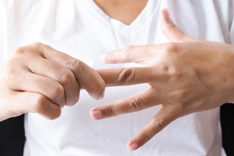 Đầu ngón tay bị đau như kim châm biểu hiện bệnh gì