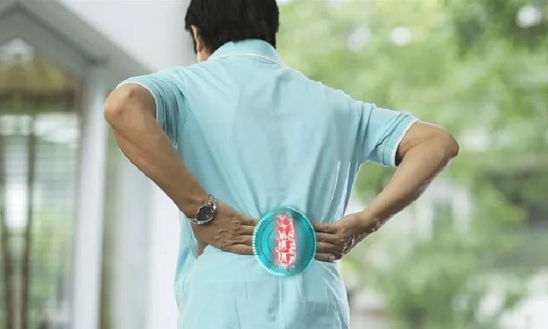 Đứng lâu bị đau lưng