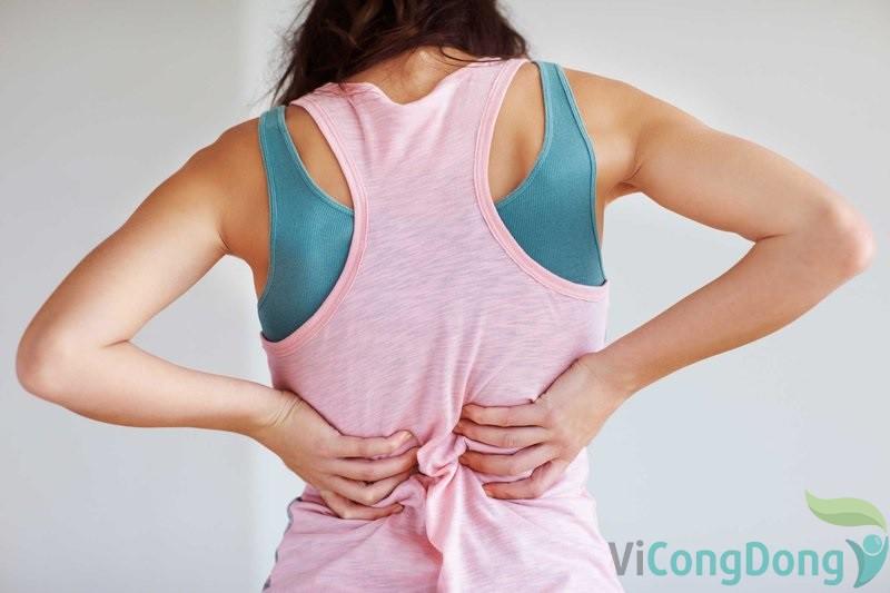 Hít thở sâu bị đau lưng do ảnh hưởng của gù lưng