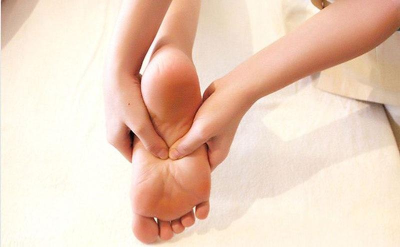 Cách phòng ngừa tê chân khi ngồi lâu