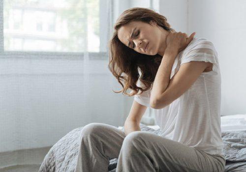 Ngủ dậy bị đau cổ