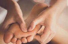 Tê chân tay khi ngủ là biểu hiện của một số bệnh lý