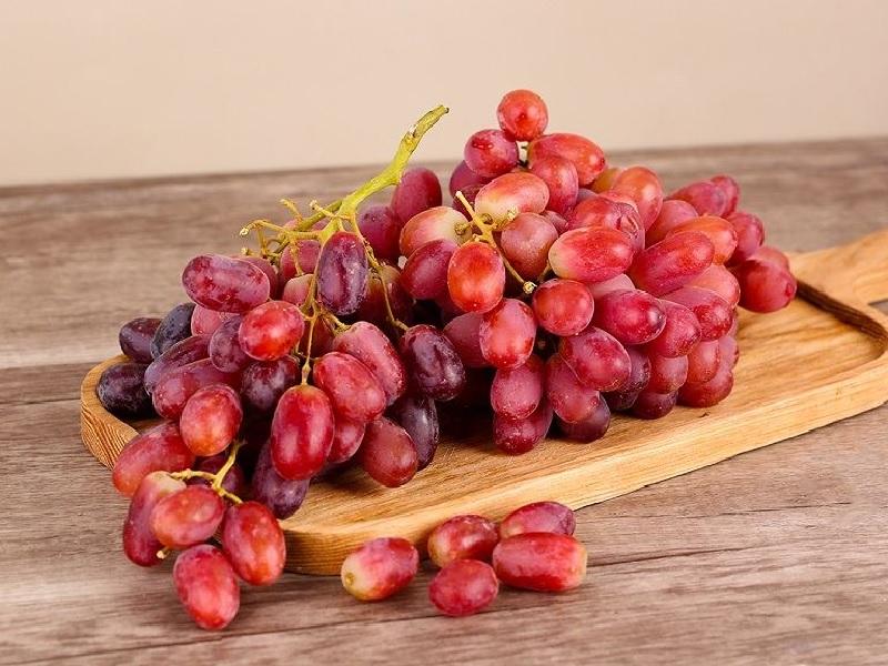 Bị suy thận nên ăn hoa quả gì? - Nho đỏ