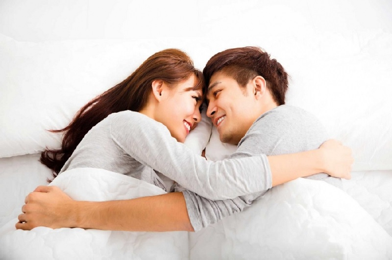 Chồng yếu sinh lý vợ nên làm gì - Không gây áp lực chuyện chăn gối