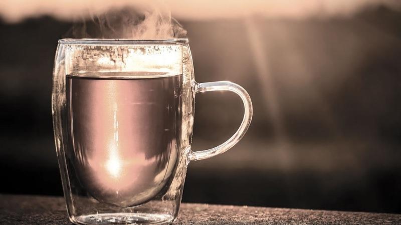 Người bị thận yếu nên uống nước như thế nào