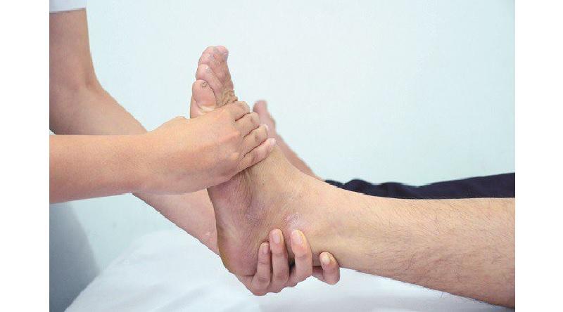 Cách điều trị thoái hóa khớp cổ chân